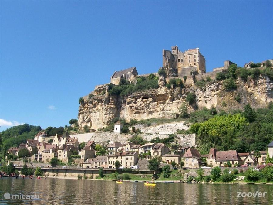 Beynac aan de Dordogne met zijn kasteel