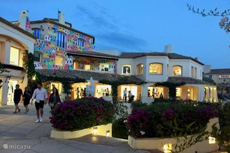 Strolling and chic shopping in Porto Cervo