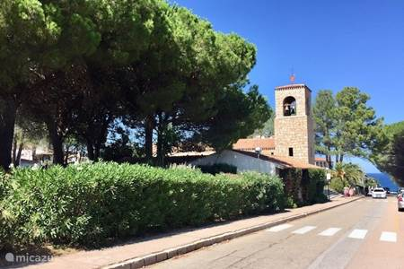 Baia Sardinia naar de boulevard