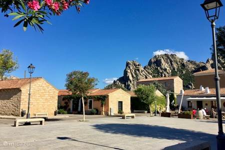 San Pantaleo op een rustige dag
