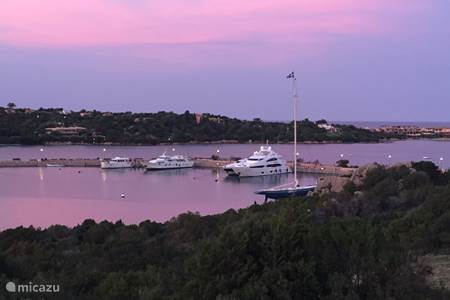 Haven Porto Cervo in avondzon