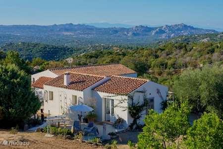 Vakantiehuis Italië, Sardinië, San Pantaleo bungalow Sogno Sperduto Sardinië