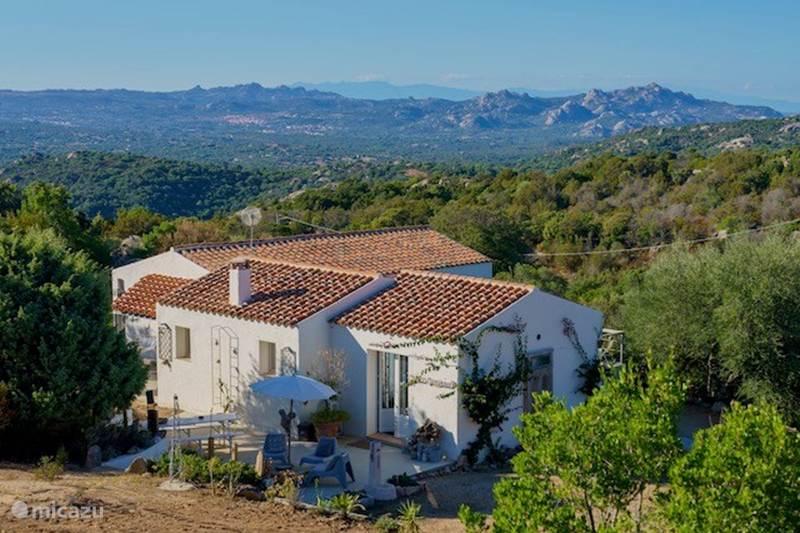 Vacation rental Italy, Sardinia, San Pantaleo Bungalow Sogno Sperduto