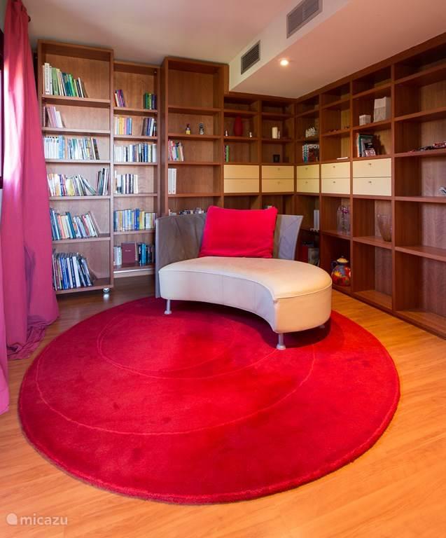 Bibliotheek met chaise long