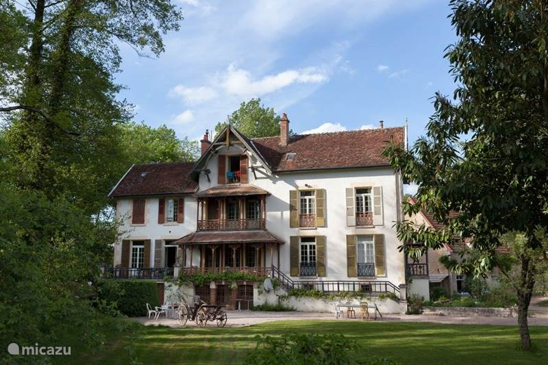Vakantiehuis Frankrijk, Nièvre, Saint-Germain-des-Bois Vakantiehuis Moulin du Merle, Franse watermolen
