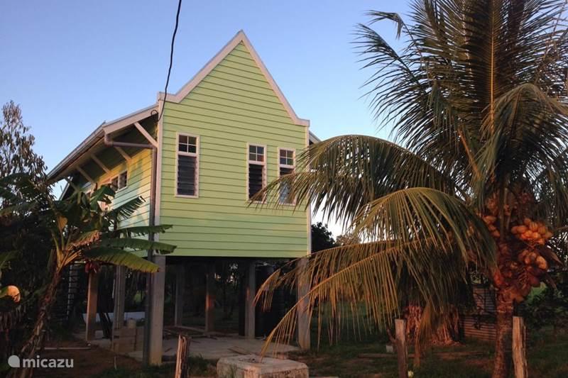 Vakantiehuis Suriname, Commewijne, Leliëndaal Vakantiehuis 'Moi Misi' vakantiehuisje Commewijne
