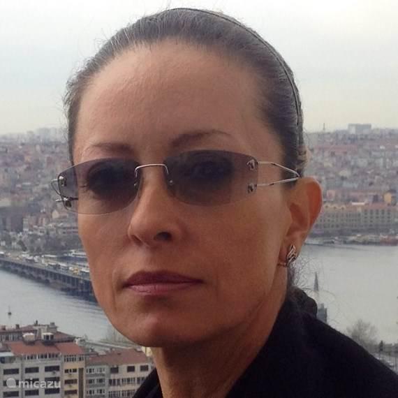 Dora Azadi