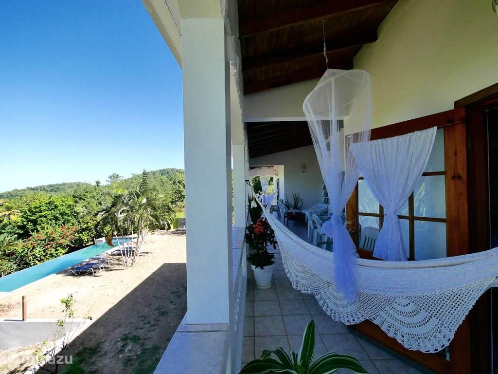 Vakantiehuis Saint Lucia, Praslin, Mon Repos Pension / Guesthouse / Privékamer Groot huis met zwembad
