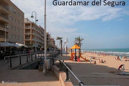 Strand en boulevard in Guardamar del Segura
