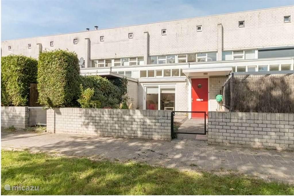 Mooi huis bij station naar amsterdam in almere noord holland huren