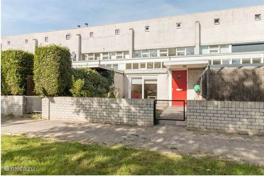 Vakantiehuis Nederland, Noord-Holland, Almere Stadswoning Mooi huis bij station naar Amsterdam