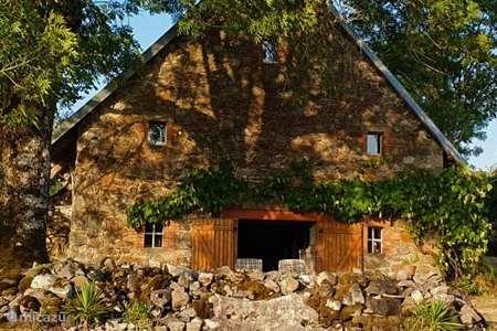 Vacation rental France, Cantal, Vallat farmhouse Saserroka: View Space Privacy
