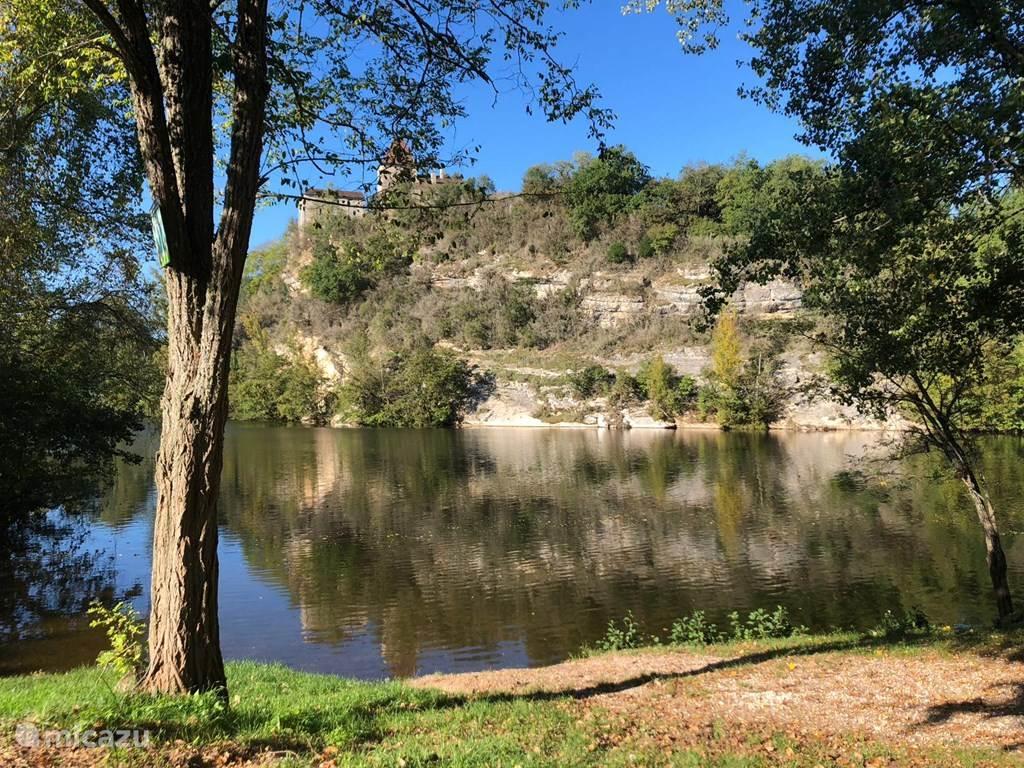 1. Zwemmen in de Lot bij Douelle, een magische ervaring!