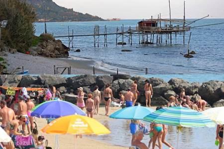 Het strand van de Adriatische Zee
