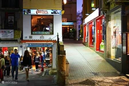 Winkelen en lokale markt in Almunecar