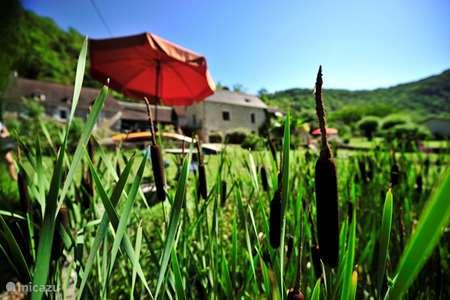 Vacation rental France, Lot, Lachapelle-Auzac  gîte / cottage Les pieds dans l'eau