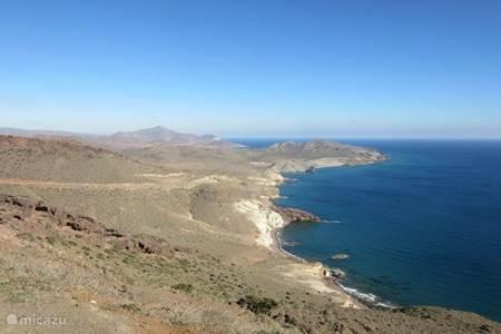 Nijar is gelegen in het natuurgebied Gabo de Gata in het zuid-oosten van Spanje.