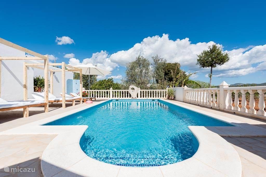 Vakantiehuis Spanje, Ibiza, Santa Eulalia bungalow Ibiza bungalow in Santa Eulalia