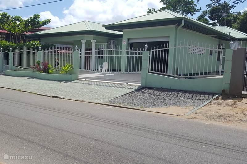 Vakantiehuis Suriname, Paramaribo, Paramaribo Bungalow Mi Dren