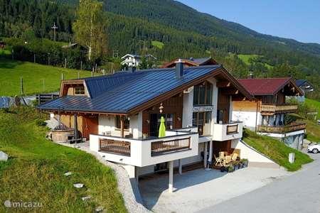 Vakantiehuis Oostenrijk, Salzburgerland, Neukirchen am Grossvenediger chalet Luxe Chalet zon lokatie met uitzicht