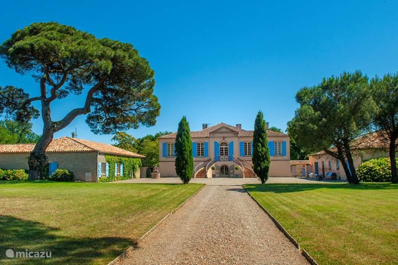 Vacation rental France, Tarn-et-Garonne, Vigueron Manor / Castle Chateau Escudes