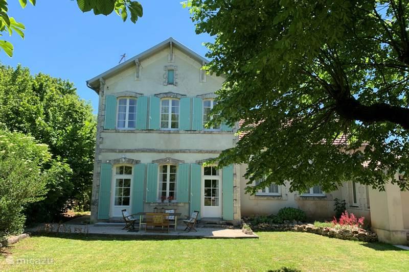 Vacation rental France, Lot, Grezels Holiday house La petite école Grézels