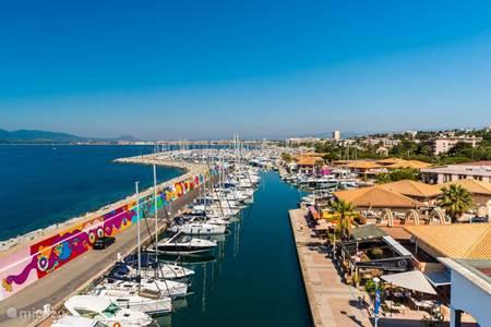 The port of Santa Lucia.