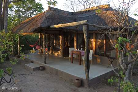 Vacation rental Zambia – chalet Malama Umoyo Cottage Eve