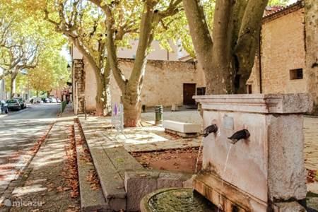 Pleintje in La Celle met voormalige wasplaats