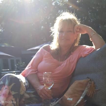 Monique De Vries