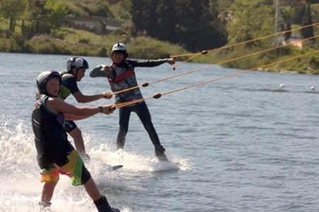 Cable Ski in het meer van San Pedro
