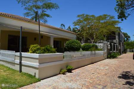 Vacation rental South Africa – holiday house African Palm Blue cottage