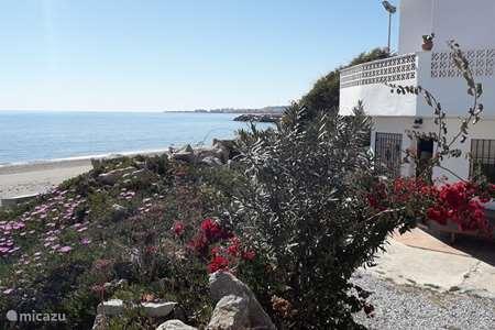 Vakantiehuis Spanje, Costa del Sol, Caleta de Velez vakantiehuis Vissershuisje op het strand