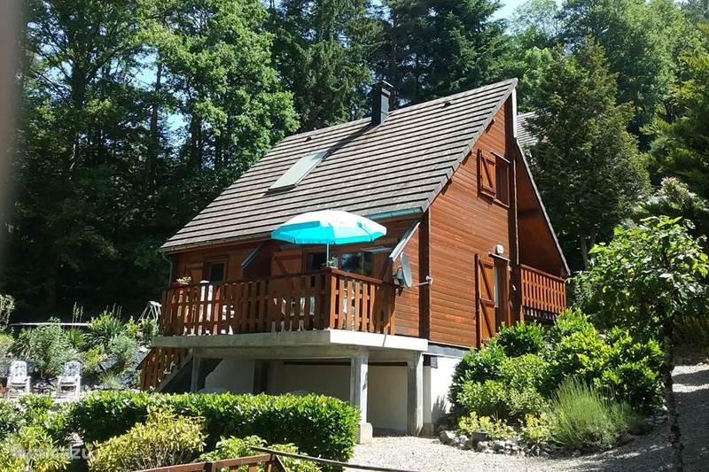Vacation rental France, Cantal, Beaulieu Chalet Les Orgues
