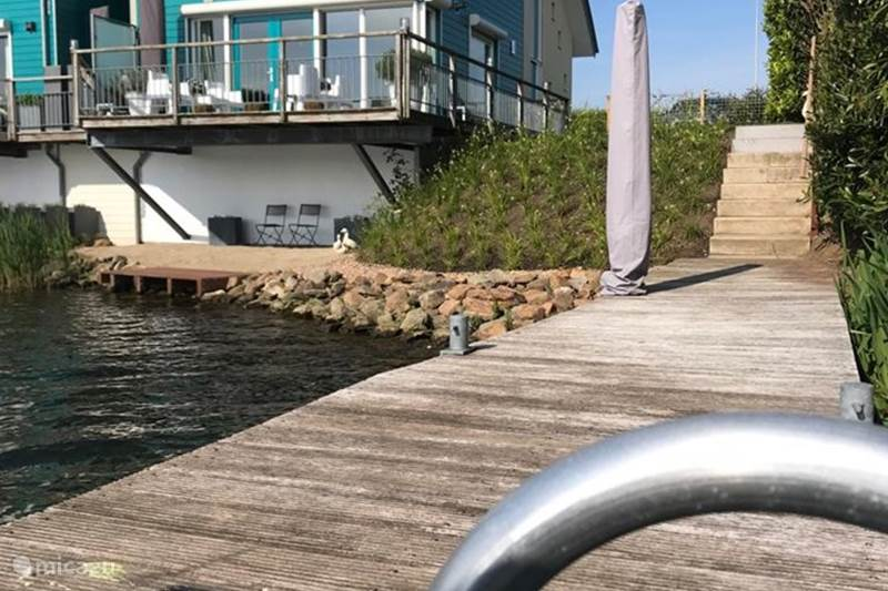 Vacation rental Netherlands, Gelderland, Maasbommel Holiday house Luxury water home with jetty