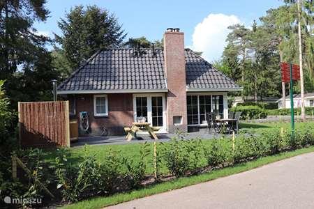 Vakantiehuis Nederland, Gelderland, Beekbergen bungalow Luxe 4 Pers wellness Vakantiehuis
