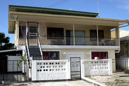 Vacation rental Suriname – holiday house Tosca upstairs house with swimming pool