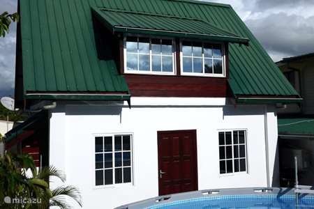 Vacation rental Suriname – holiday house Tosca gardenhouse with pool and ac