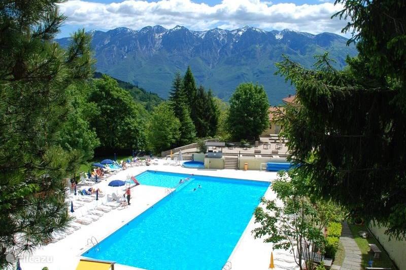 Vakantiehuis Italië, Gardameer, Tignale Bungalow 6p Bungalow - Gardameer, Zwembad