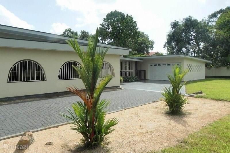 Vakantiehuis Suriname, Paramaribo, Paramaribo Bungalow Huize Soes
