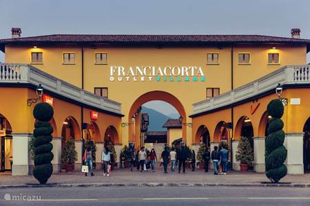 Franciacorta Outlet (20 km)