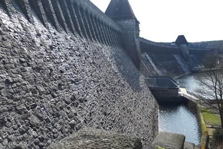 Der Damm am Möhnesee