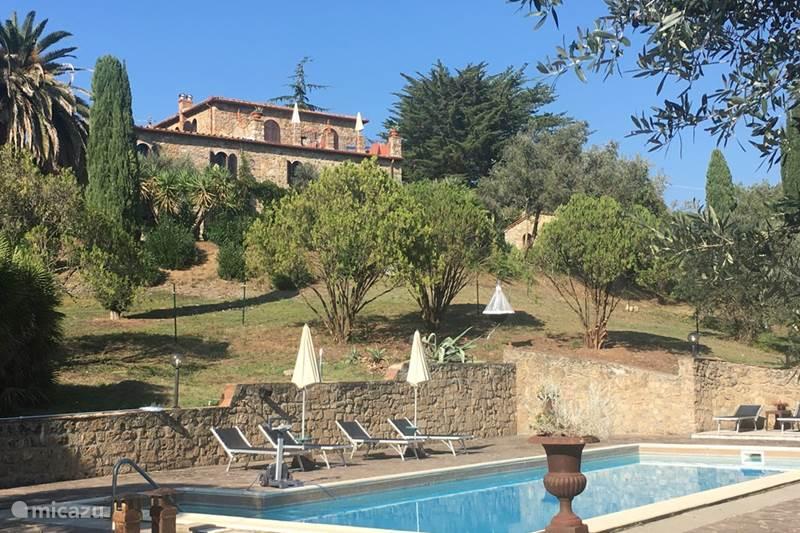 Vakantiehuis Italië, Toscane, Suvereto Landhuis / Kasteel Sfeervol appartement, begane grond
