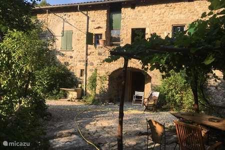 Vakantiehuis Frankrijk, Ardèche, Le Prat-Saint Pierre de Colombier landhuis / kasteel Le Prat