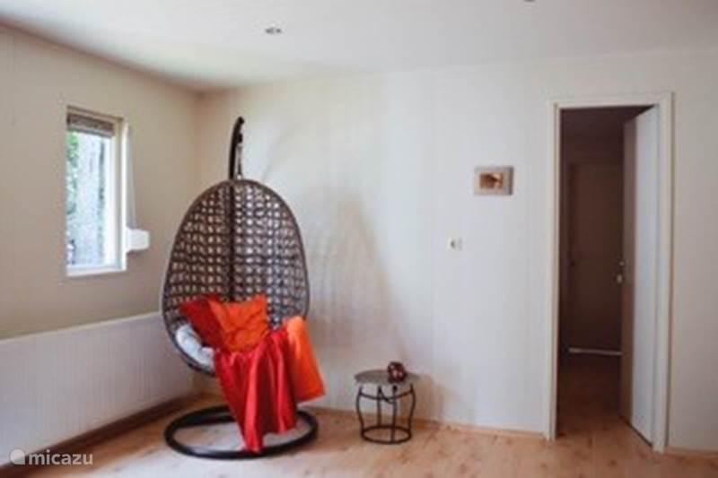 Vakantiehuis Nederland, Veluwe, Emst (Epe) Chalet Rust, ruimte en roodborstjes + SAUNA