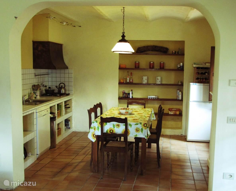 White Wash Eetkamer Tafel.Rent Casa Panorama In San Lorenzo In Campo Marche Micazu
