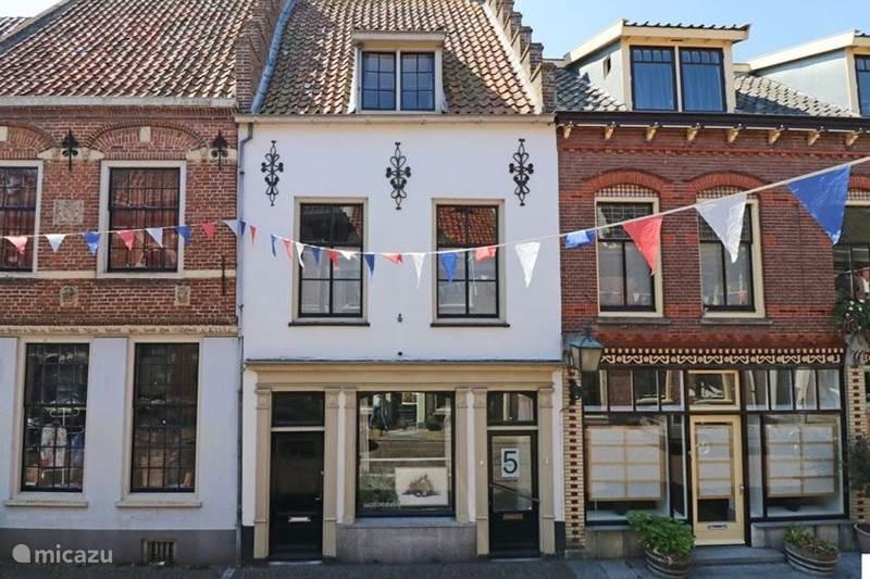 Vakantiehuis Nederland, Gelderland, Buren Vakantiehuis Herenhuis in Buren