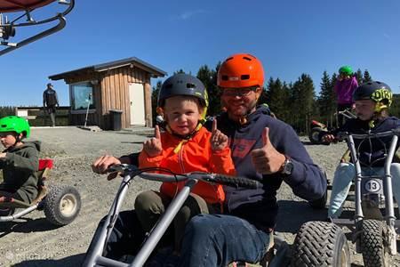 Met skilift en skelter in de zomer racen