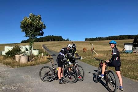 Wandelen en mountainbiken. Start diverse routes vanuit onze lodges