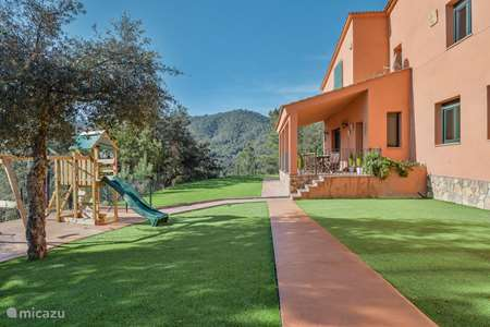 Vakantiehuis Spanje, Costa Brava, Lloret de Mar finca Can Maeva, riante villa voor 18 pax